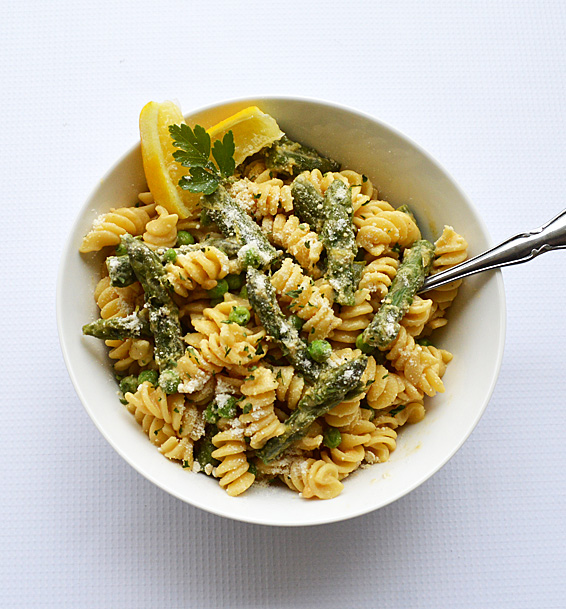 Lemon-Cream-Pasta-with-Asparagus-and-Peas