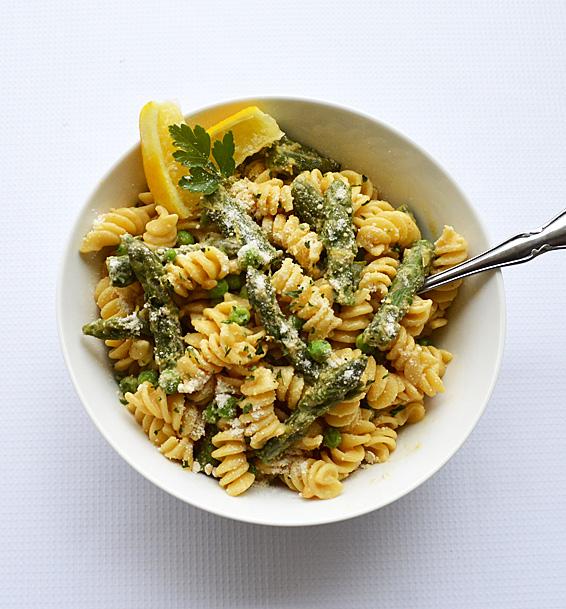Lemon-Cream-Pasta-with-Asparagus-and-Peas